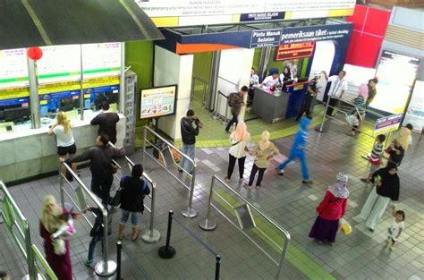 Metro   Hari Ke 2 Long Weekend, Penumpang di Stasiun Gambir