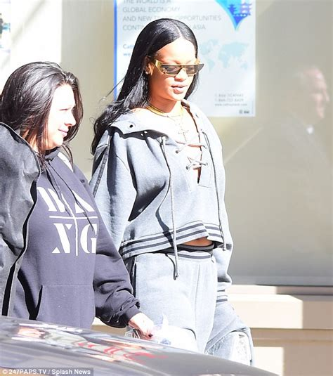 In Style Flash A New Way To by Rihanna Flashes Cleavage And Abs In Sweatsuit From