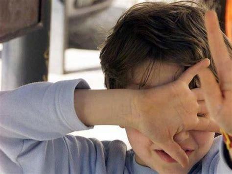 nei bagni di scuola abusi su un bambino nei bagni di scuola arrestato il