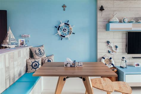 how to use nautical decor to create the living room