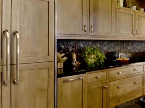 Knobs Or Pulls For Kitchen Cabinets | choosing kitchen cabinet knobs pulls and handles diy kitchen design ideas kitchen cabinets
