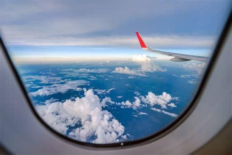 voyages en avion ce  laltitude fait  vos oreilles