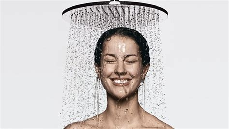 Khmer Take A Shower by
