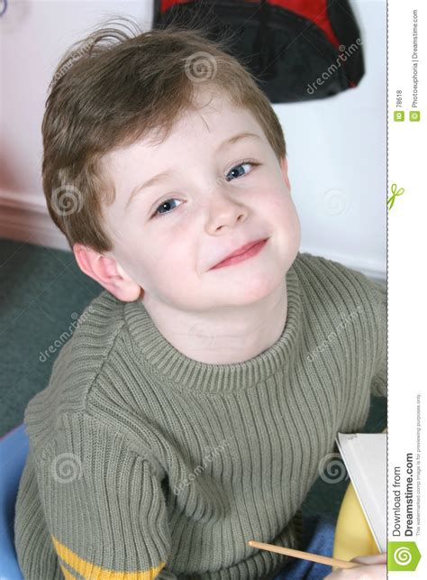 hairbrush for boy 4yr old adorable four year old boy with big blue eyes stock photo