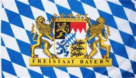 seit wann ist bayern freistaat fahne des bundeslandes bayern mit l 246 wenwappen in der gr 246 223 e