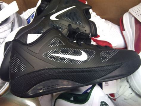 Sepatu Nike Hyperfose Low 01 nike hyperfuse 2011 low black white sneakernews