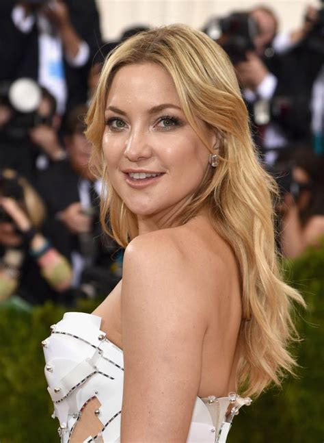 The At Kate Hudsons Pre Not In Costume by Kate Hudson In Versace At The 2016 Met Gala Lainey Gossip