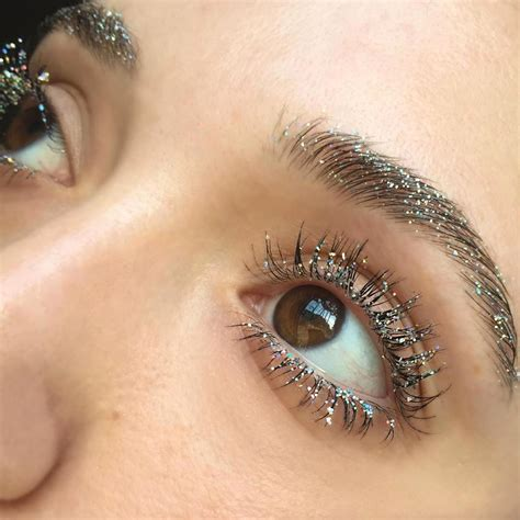 Sparkly Look It Or It by 8 Amazing Glitter Makeup Looks From Instagram