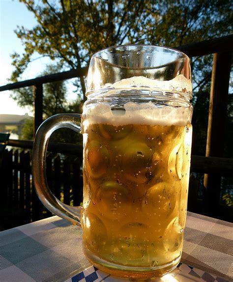 bier im garten foto bild kunstfotografie kultur