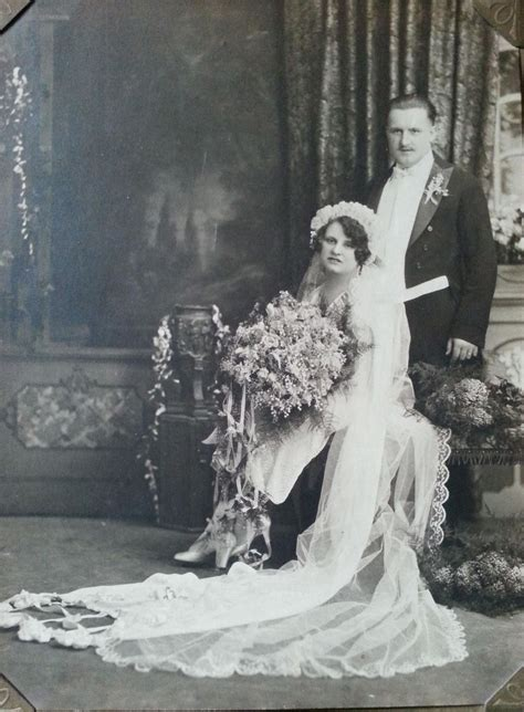 Vintage Wedding Photography by 50 Fascinating Vintage Wedding Photos From The Roaring 20s