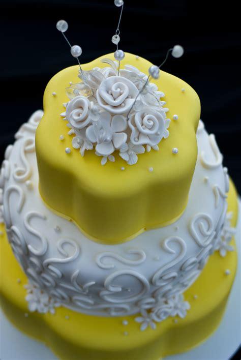 Wedding Cake Yellow by Buffalo Wedding Cakes