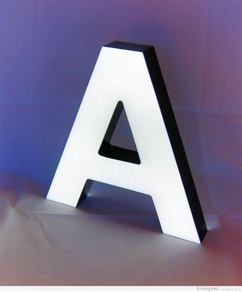 eclairage enseigne led enseigne lumineuse lettres boitier inox plexiglas