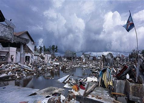 7 Most Deadly Tsunamis In History by Top 10 Most Dangerous Tsunamis In The World Omg Top Tens