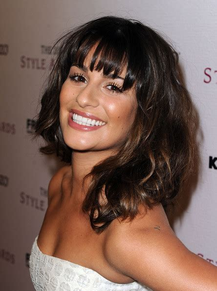 hollywood actresses medium lenght hairstyles lea michele s radiant medium wavy cut with bangs