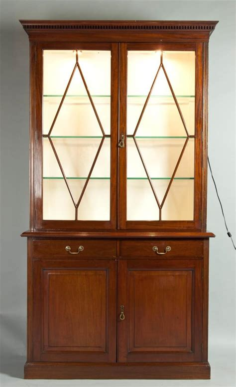 China Cabinets With Glass Doors Chippendale Style Mahogany China Cabinet With Glass Doors E
