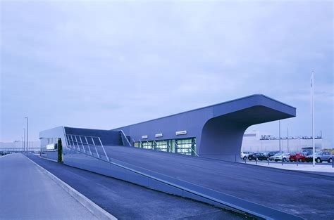 bmw showroom exterior bmw showroom architecture zaha hadid architects