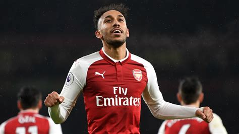 arsenal vs everton aubameyang isn t another alexis wright urges arsenal s 163