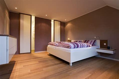 schlafzimmer zu feucht kleiderschrank und holzbett vom schreiner in aschaffenburg