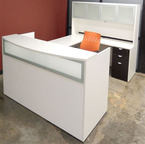 white woodgrain u shaped reception desk