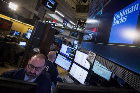 Mba Fellows 16 Goldman Sachs by Goldman Trader Blurs Lines Between And Service