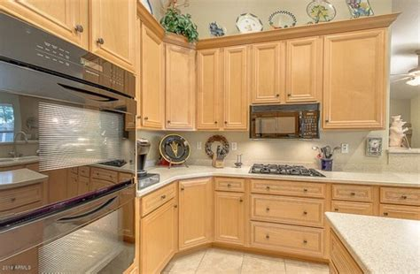 beechwood kitchen cabinets what type of wood cabinets are these beech or maple