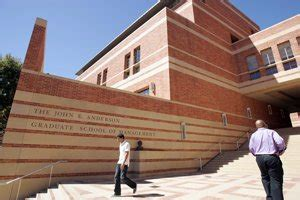 Ucla Mba Finance by L A Business Schools Climb In Rankings Los