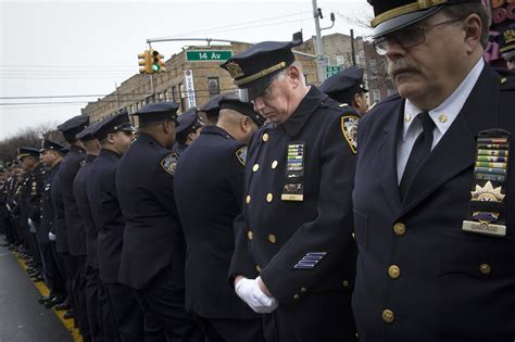 ny mayor eulogizes officer as cops outside