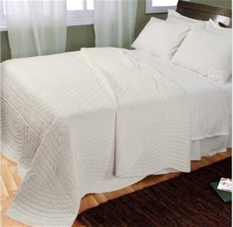 scalloped bedding cotton scalloped edge reversble bedspread white modern bedding