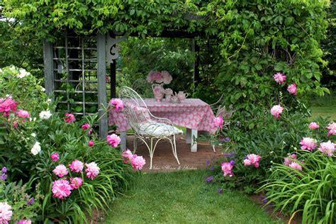 aiken house gardens summer garden tablescapes