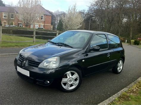 renault clio black renault clio review and photos