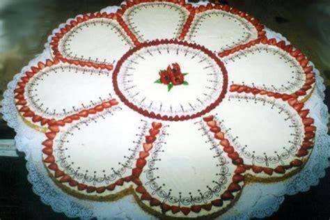 torta a forma di fiore torta fiore di panna pasticceria giorcelli