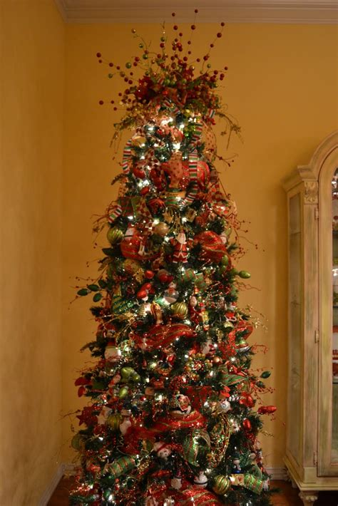 first i have to show you how my tree looked when we got
