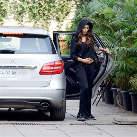 majnu heroine photos hd nidhhi agerwal new latest hd photos savyasachi mr majnu