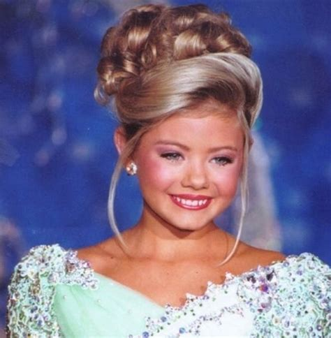 Beauty Pageant Hairstyles For Women With A Side Bun | 25 incredible pageant hairstyles for special occasions