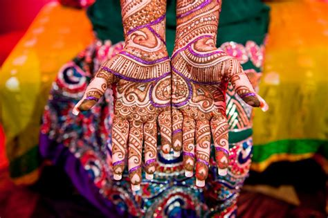 dress up tips for mehndi ceremony meraevents