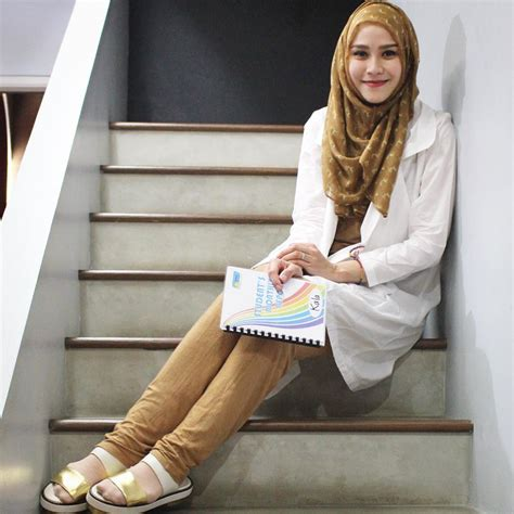 Zaskia Mecca Ulf Tunik Coklat Muda jadi ibu 3 anak malah membuat penilan zaskia adya mecca semakin kece 12 inspirasi style ini