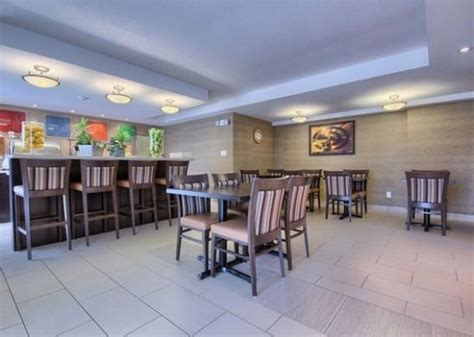 breakfast at comfort suites breakfast area picture of comfort inn guelph tripadvisor