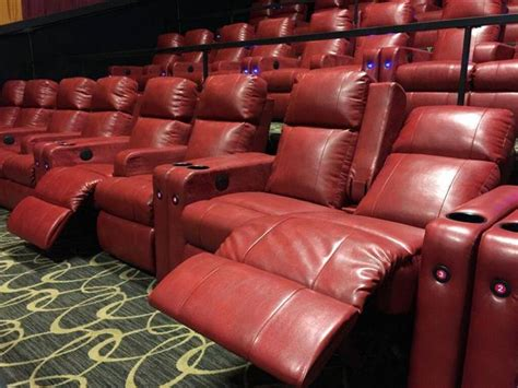 movie theaters with recliners cleveland tntheatre cleveland uec theatres 14 uec