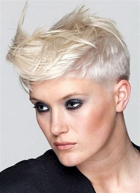 nuovi tagli corti i pi 249 cool dell estate 2017 glamour it foto tagli capelli corti asimmetrici