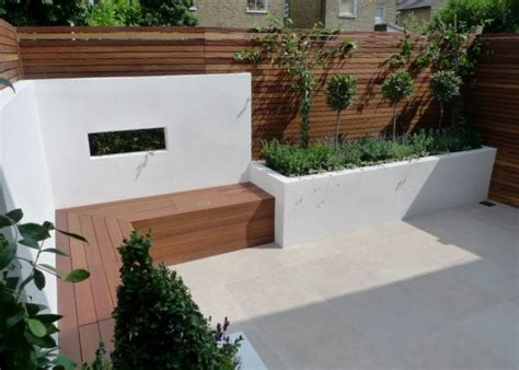 Witte Tuinafscheiding Met Uitsparing Gecombineerd Met Rendered Garden Walls