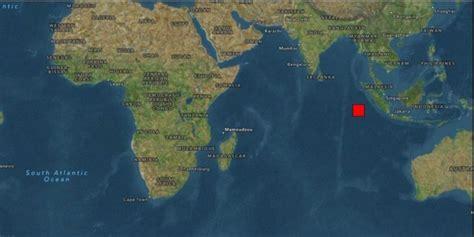 earthquake hits indonesia 7 9 earthquake hits indonesia tsunami warning lifted news