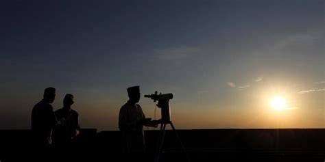 Mengintip Bulan Sabit Sebelum Maghrib negeri hamesha 12 juli 2015