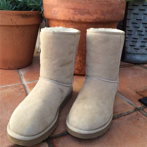 boots that look like uggs 39 ugg boots classic ugg boots in sand look
