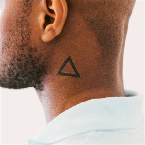 picture of simple triangle tattoo design