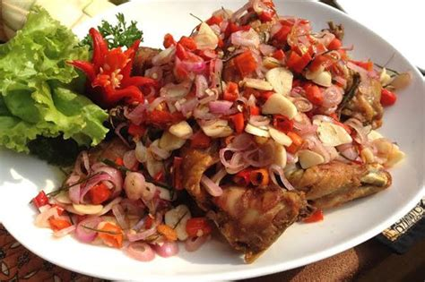 cara membuat ayam sambal matah ayam goreng siram sambal matah ala royco