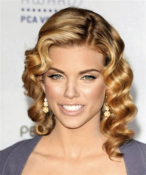 anotherallergymom: AnnaLynne McCord Pin Curls Hairstyle