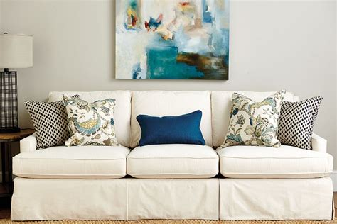 Decorating With Pillows On Sofa Guide To Choosing Throw Pillows How To Decorate