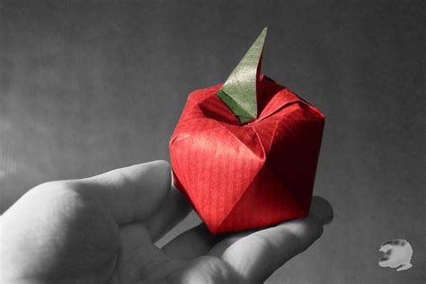 Origami Apple - delicious looking origami food that you can almost taste