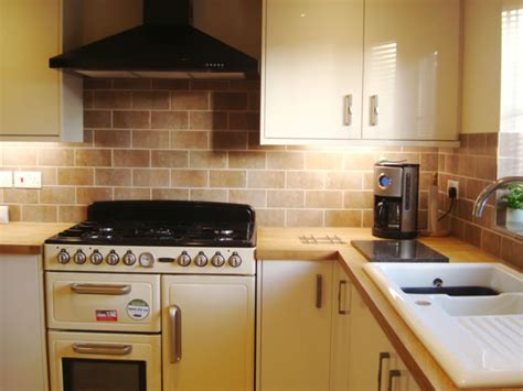 Kitchen Tiles Uk by Kitchen Tiling Swindon Kitchen Wall And Floor Tiling