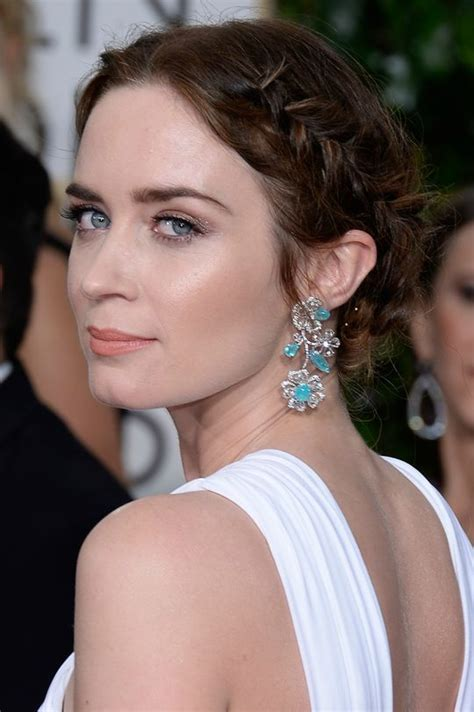 golden globes hair makeup was all about the drama wife beauty inspiration emily blunt taryn cox the wife